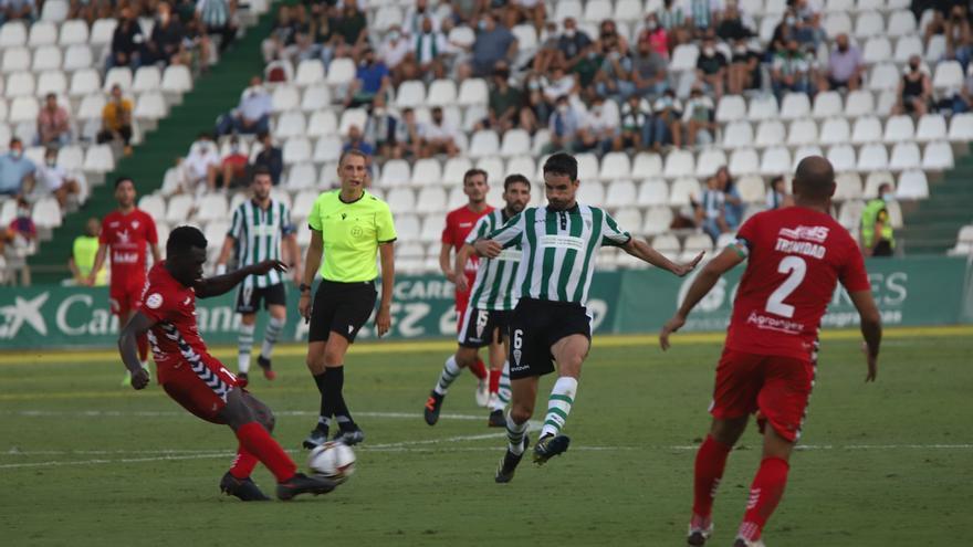 El Córdoba CF, obligado a recomponer su columna vertebral