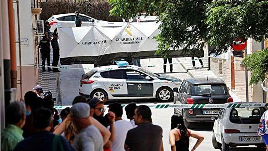 Mata a martillazos a su mujer en Córdoba y huye con sus hijos
