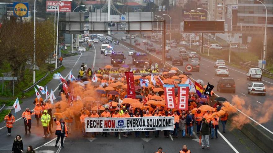 La Audiencia condena a Alcoa indemnizar a la plantilla coruñesa por la venta fracasada