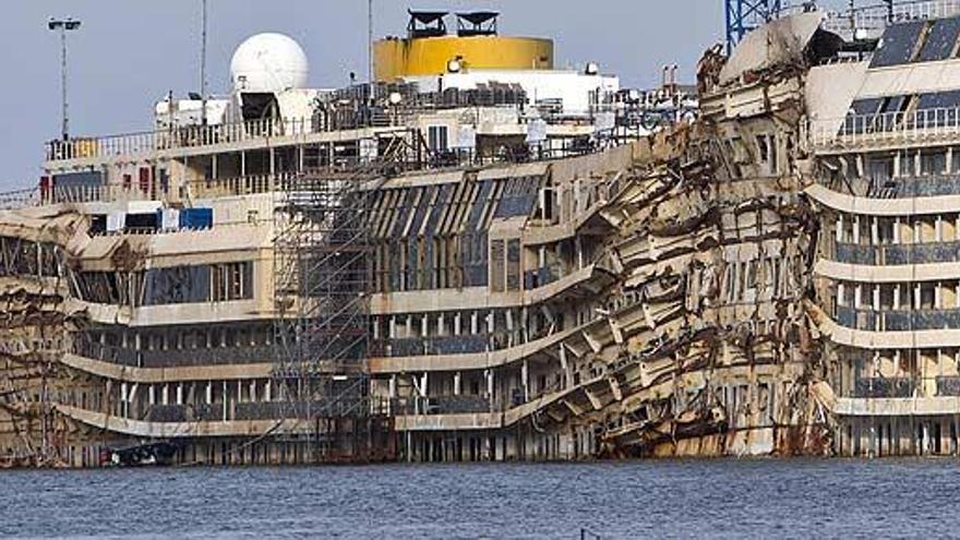 Muere un español preparando el remolque del Concordia