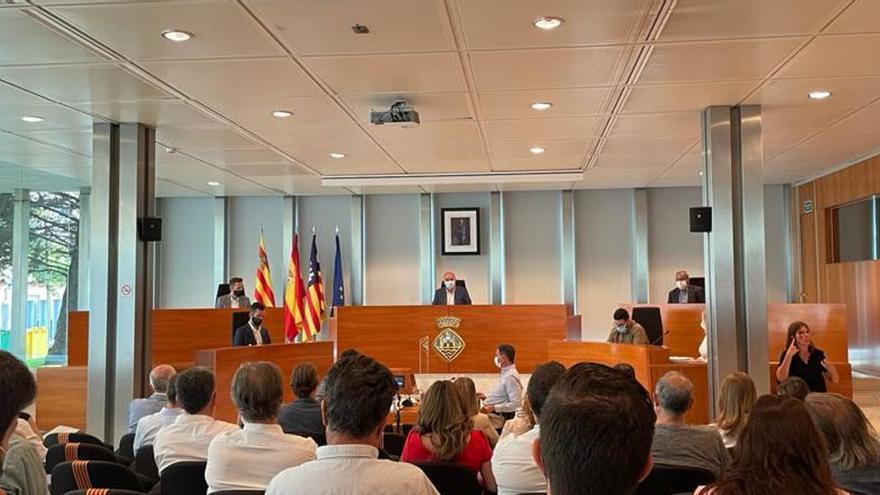 El presidente del Consell de Ibiza anuncia de nuevo la limitación de entrada de vehículos en la isla