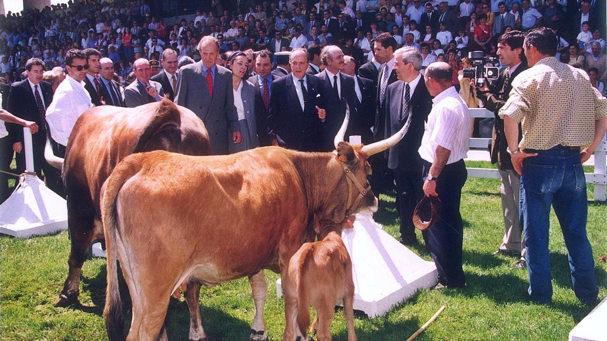 O Rei emérito, Juan Carlos I, Manuel Fraga e José Maril nun intre da inauguración do novo recinto feiral. |   // JULIO PÉREZ