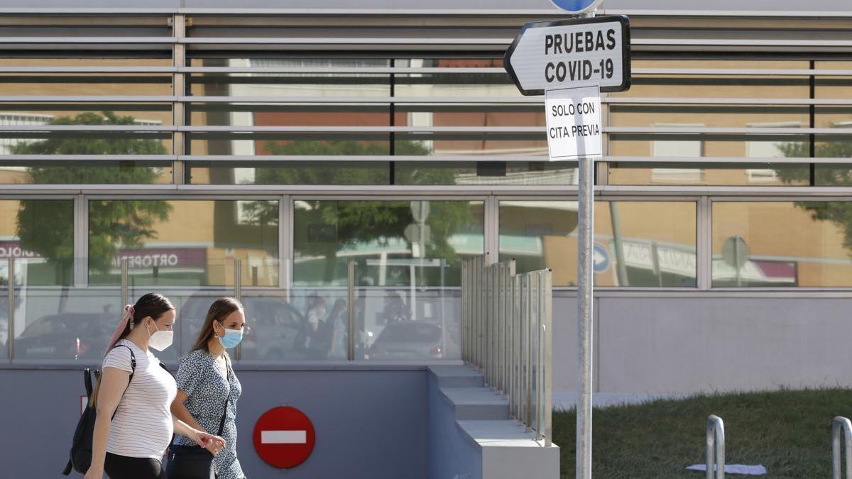 Salud registra 75 positivos en Córdoba, 13 hospitalizaciones y cuatro fallecidos más en la última jornada