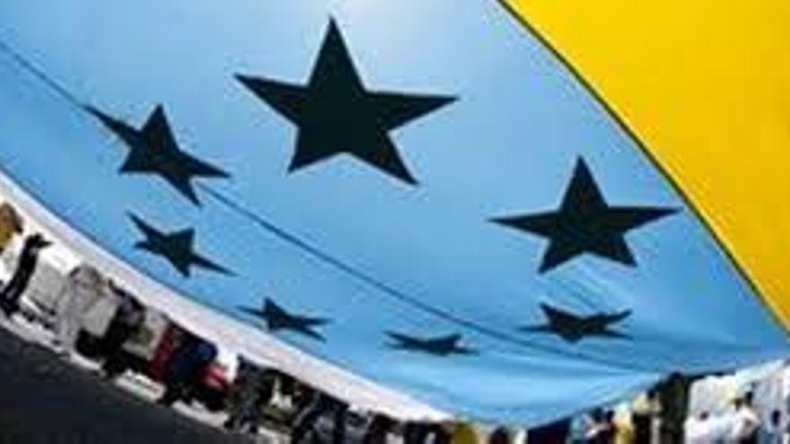 Piden al parlamento que se reconozca la bandera de las siete estrellas
