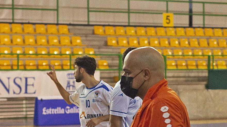 Kike García se corta la coleta en el Sala Ourense
