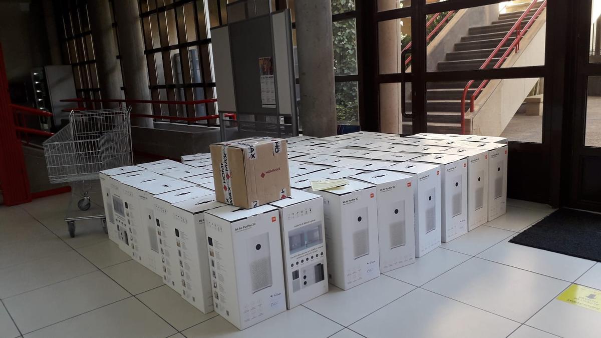 Los equipos preparados para ser repartidos en los centros educativos de Villena.