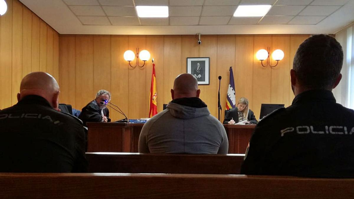 El hombre condenado, durante un juicio por otro robo cometido en Palma.