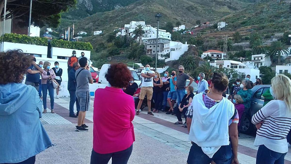 Reunión de vecinos de Taganana y Almáciga, el pasado sábado.     E.D.