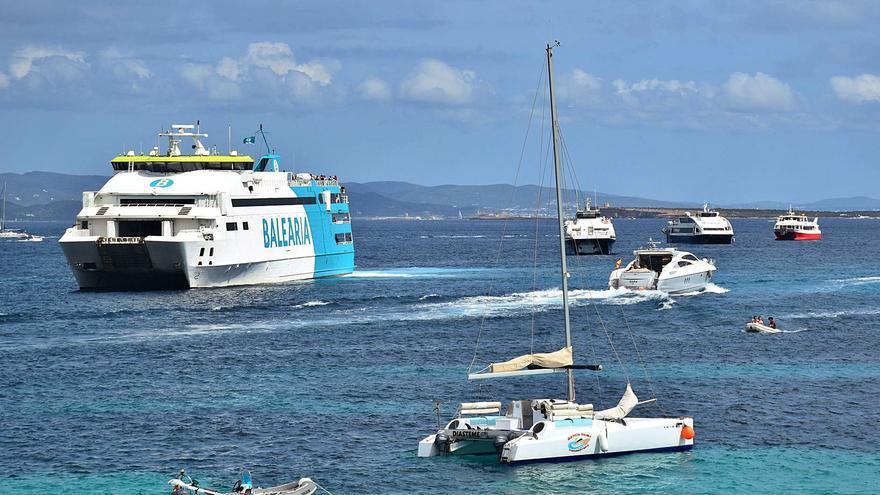 La nueva normativa provoca retrasos hasta de media hora en las barcas entre Ibiza y Formentera