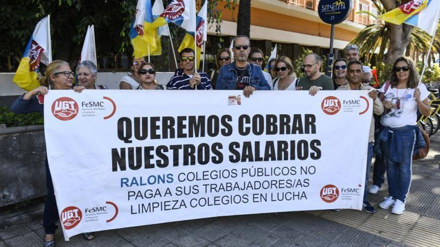 Las limpiadoras de colegios exigen a Hidalgo el rescate del servicio