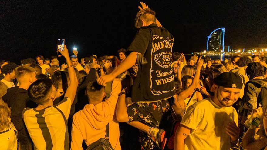 Más de 4.000 personas se saltan el toque de queda en Barcelona