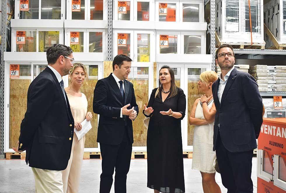 Bricomart eröffnet in Palma. Bürgermeister José Hila ist mit von der Partie.
