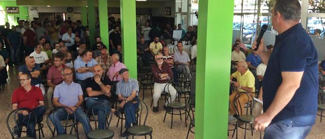 La subasta se celebró el año pasado en la Piscina Muncipal y se recaudaron 100.300 euros.