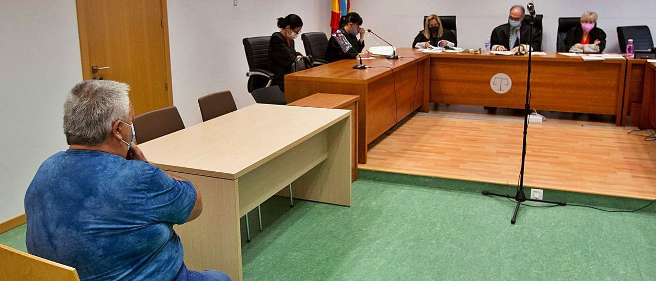El acusado ayer en el juicio celebrado en la Audiencia de Alicante.