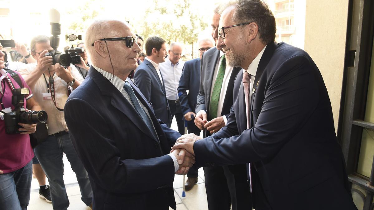 Joaquín Farnós con el actual presidente de la Diputación, José Martí.