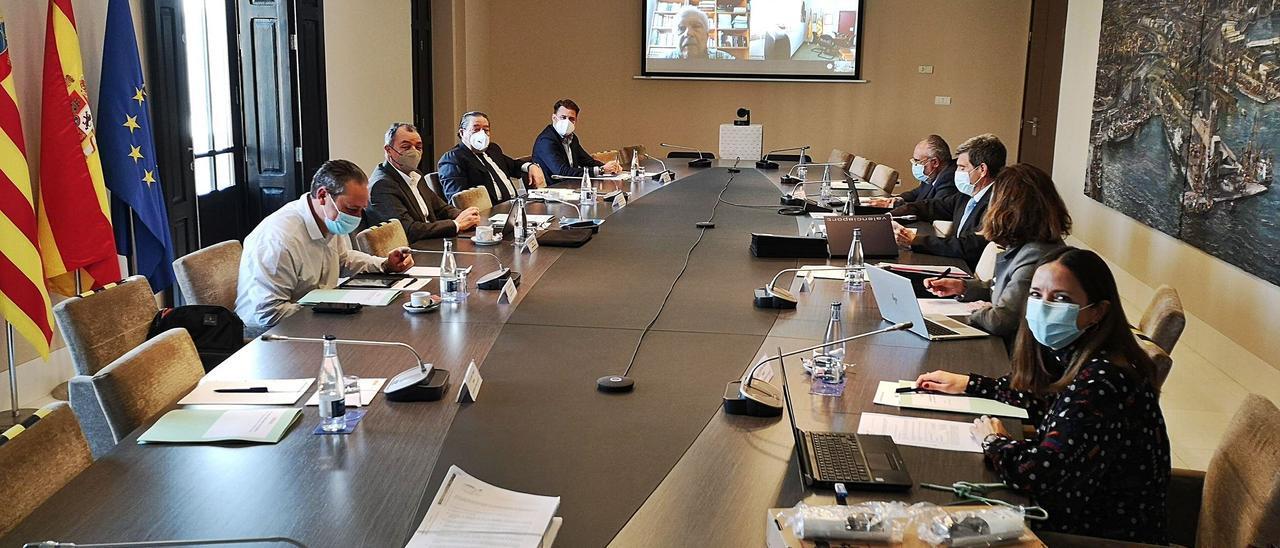 Un momento de la reunión del consejo de administración de la Autoridad Portuaria de València, ayer. | LEVANTE-EMV