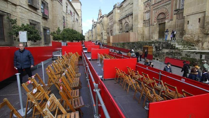 Hacienda exige a las cofradías el pago del IVA por los palcos y sillas de la carrera oficial