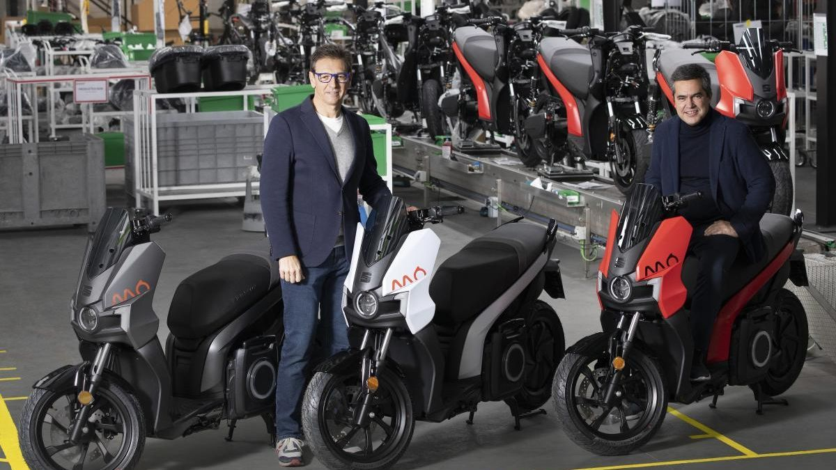 Seat inicia la producció de la seva primera moto elèctrica