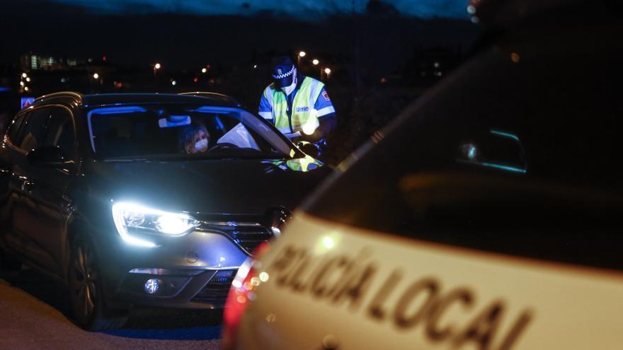 Sanciones para las ocho personas que celebraban una fiesta ilegal en un bajo de Lugones