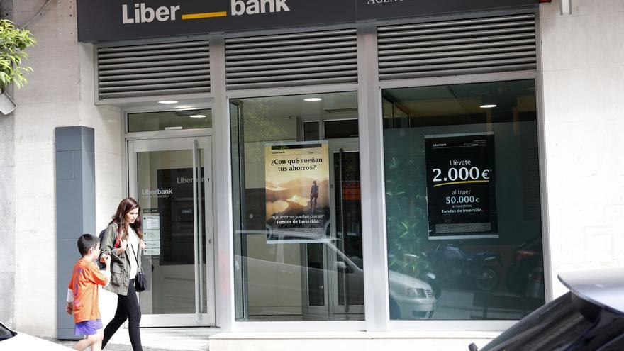 La unión Liberbank-Unicaja, más cerca tras un ajuste en la propiedad del banco andaluz