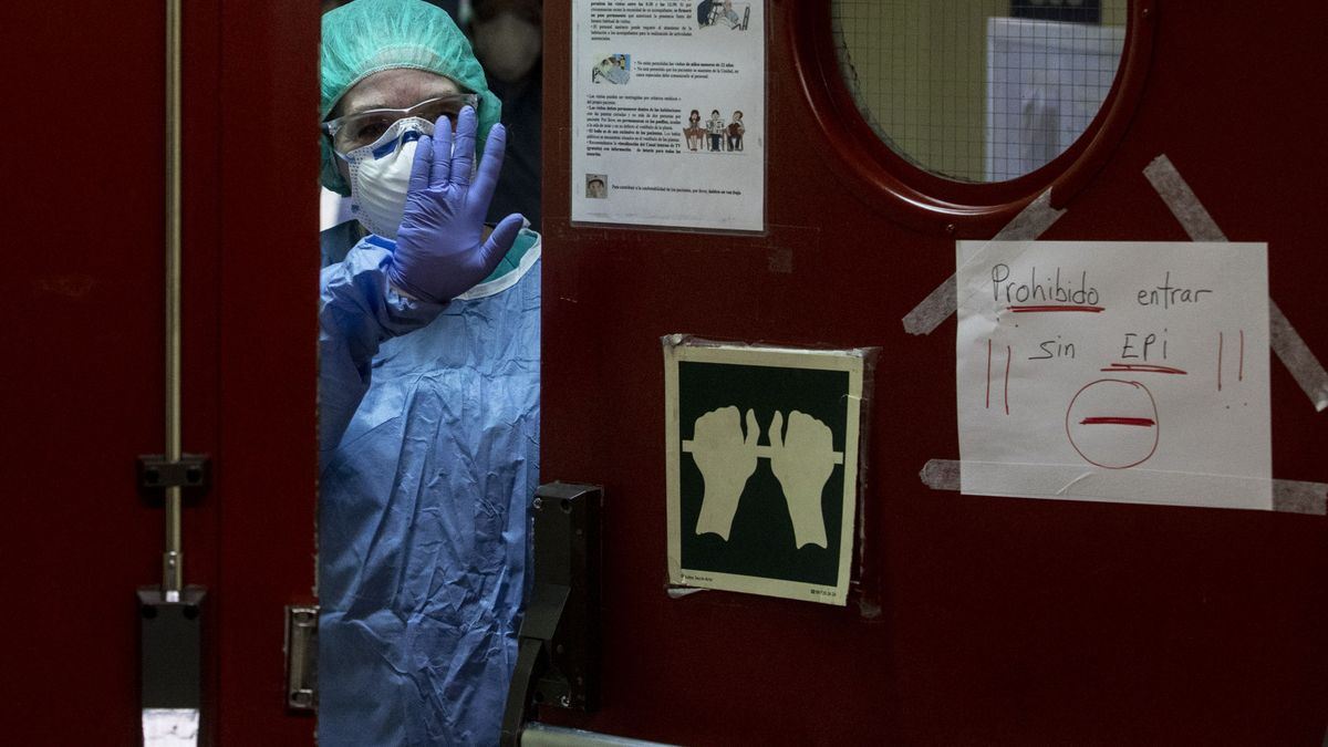 Una enfermera en el Hospital de Cabueñes (Gijón