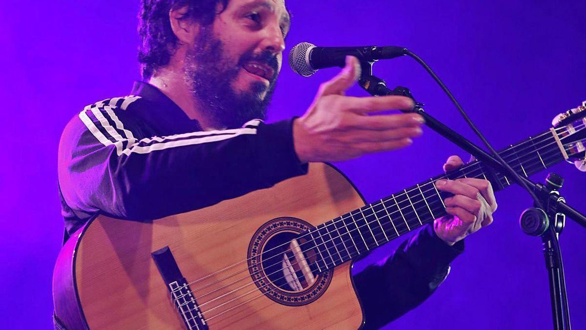 """""""El Kanka"""", en un momento de su concierto en El BIbio."""