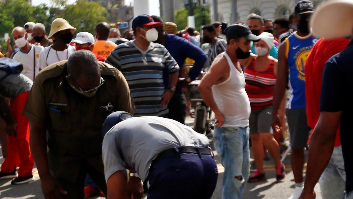 Manifestantes toman la calle en La Habana.