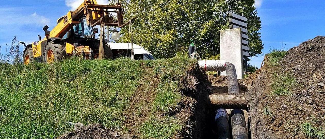 Obras para extender la red de geotermia en el entorno del pozo Fondón, en Langreo.