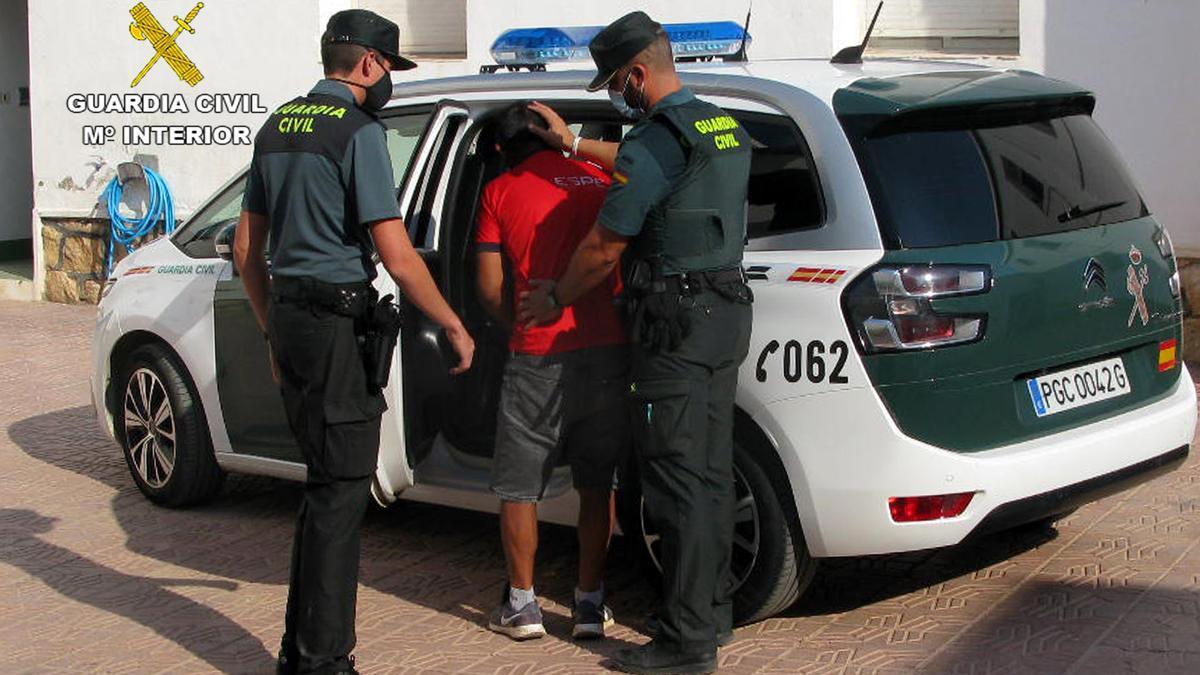La Guardia Civil sorprende a un joven mientras cometía un robo en una vivienda de Totana
