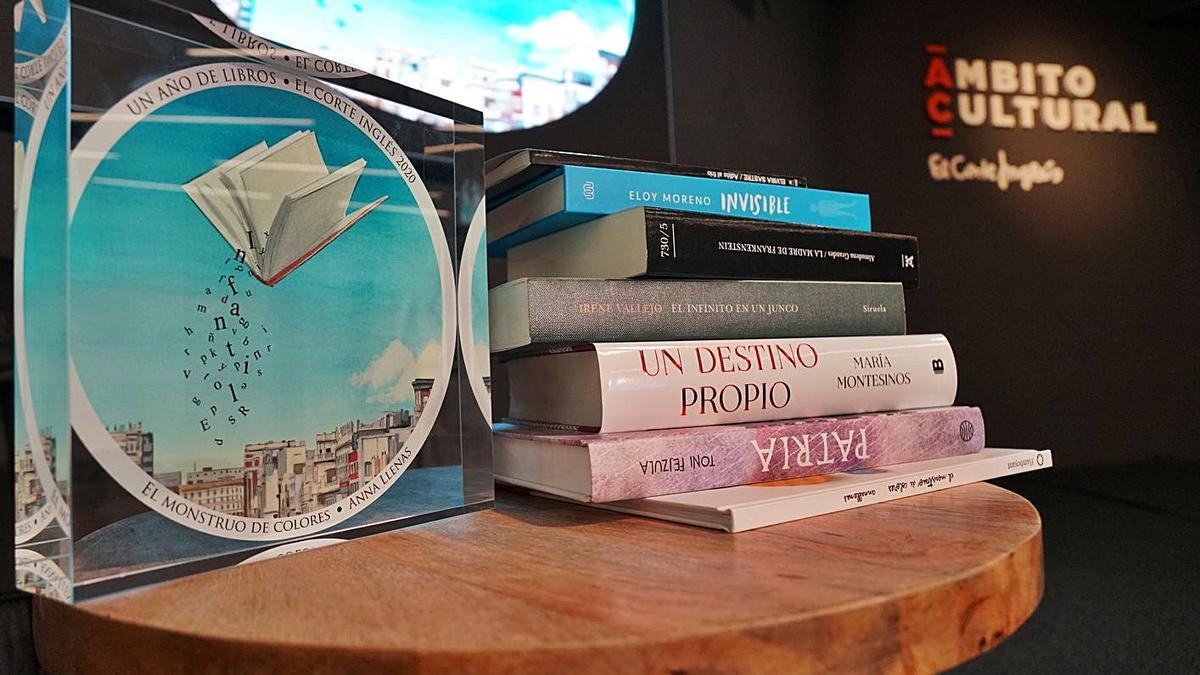 Un detalle de los libros ganadores de la última edición del premio 'Un año de libros'. | | EL DÍA