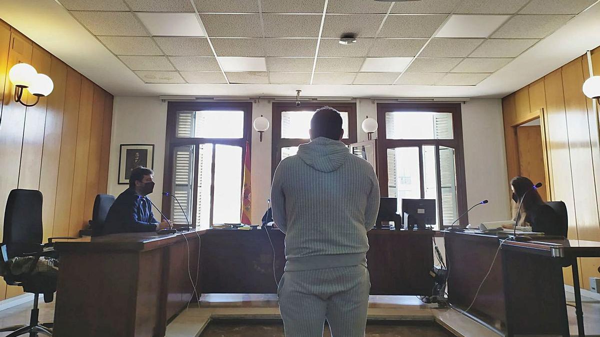 El hombre condenado, ayer durante la vista celebrada en un juzgado de lo penal de Palma.