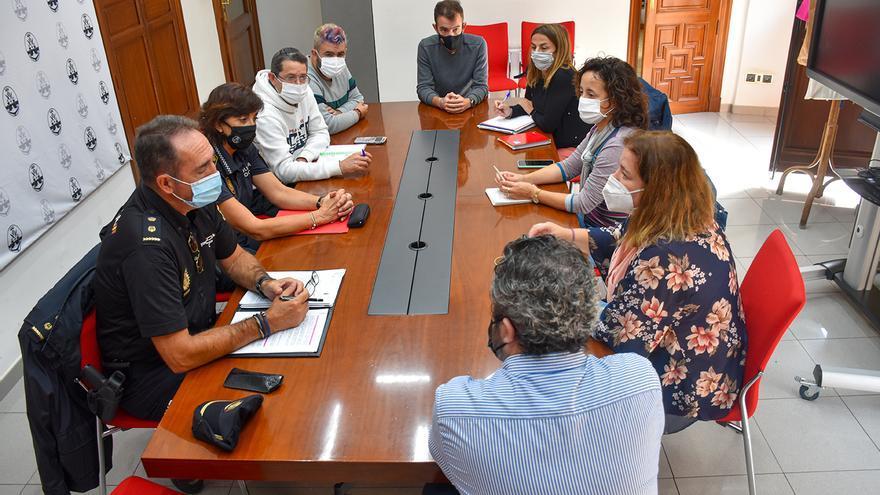 El Ayuntamiento de Alcoy aborda los delitos de odio LGTBIfóbico con colectivos y cuerpos policiales