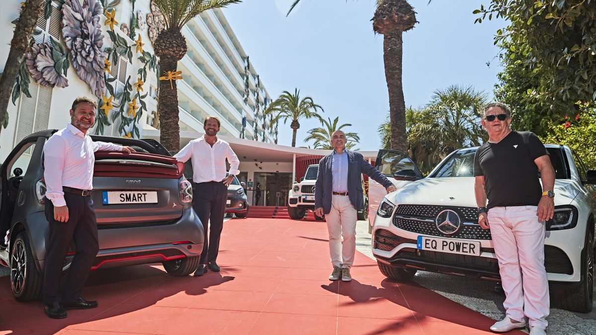 De izquierda a derecha: Juan Cárdenas, CEO de CLASS rent a car , Danny Gómez, Global Brand Director de Palladium Hotel Group, Julio Ambrona, Director de Ventas de Mercedes-Benz Cars, Toni Ferrer, gerente de Terrenauto.