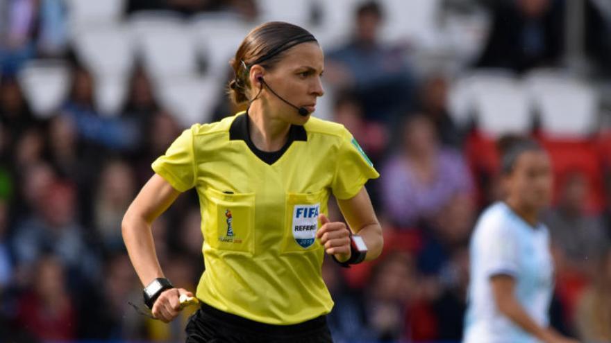 Un grupo arbitral femenino dirigirá la Supercopa de Europa