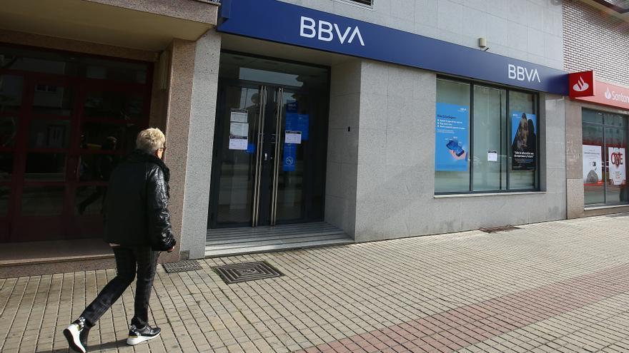 Dos encapuchados se llevan 200.000 euros tras atracar un banco en Ponferrada (León)