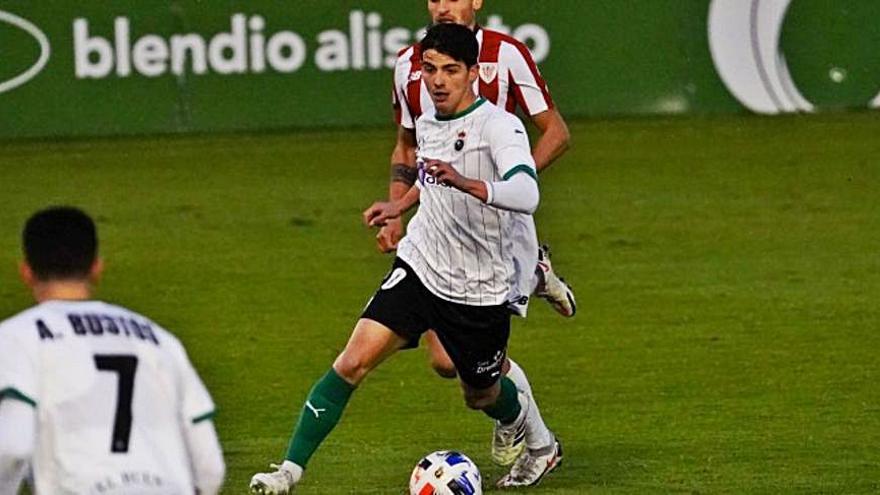 Riki debuta con el Racing en el empate ante el Bilbao Athletic