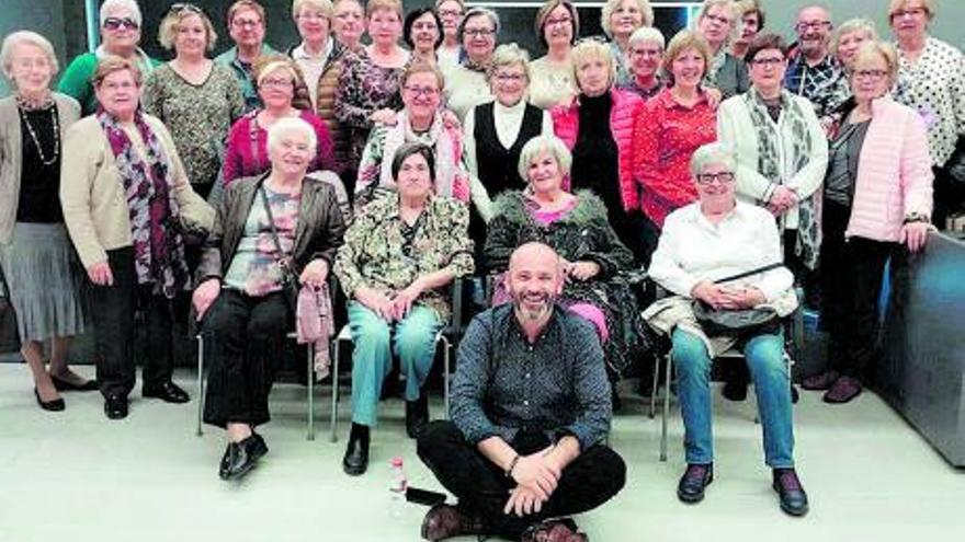 La Federació d'Associacions de Veïns presenta el nou curs de la Xarxa de biblioteques veïnals de Manresa