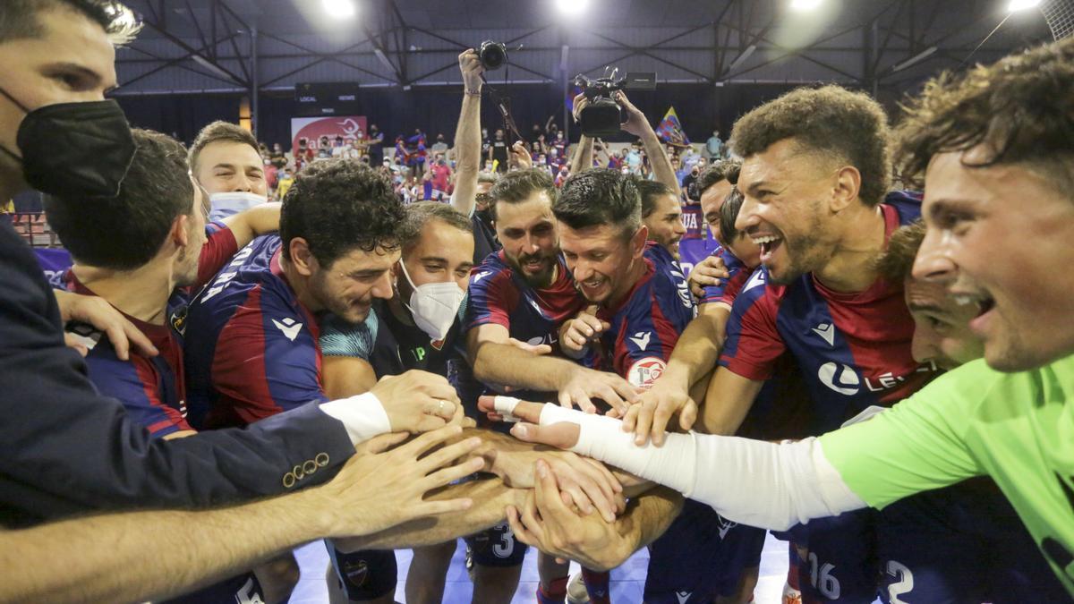 Celebración de la final y la clasificación a Liga de Campeones del Levante UD FS