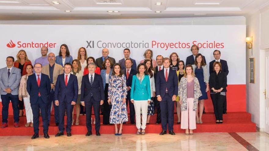La Reina, acompañada por Ana Botín, ha presidido la entrega de los premios de la XI Convocatoria de Proyectos Sociales Santander