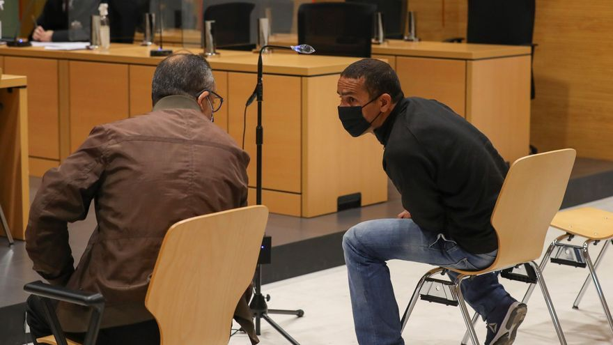 El acusado de ser el patrón de la patera que volcó en Tinajo inculpa a los testigos