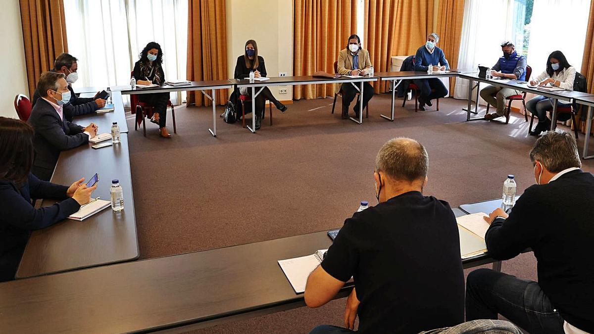 La reunión se celebró ayer en el Hotel Coia, en Vigo. |   // ALBA VILLAR