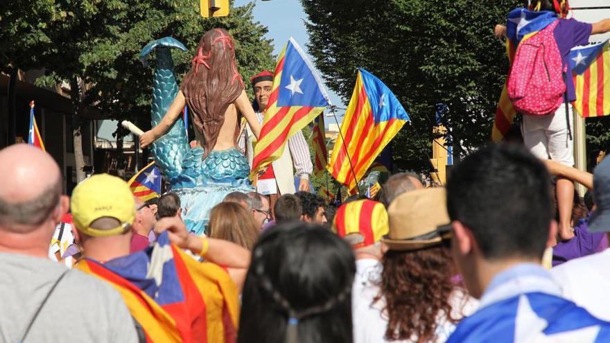 L'Ajuntament de Figueres lliura senyeres amb motiu de la Diada