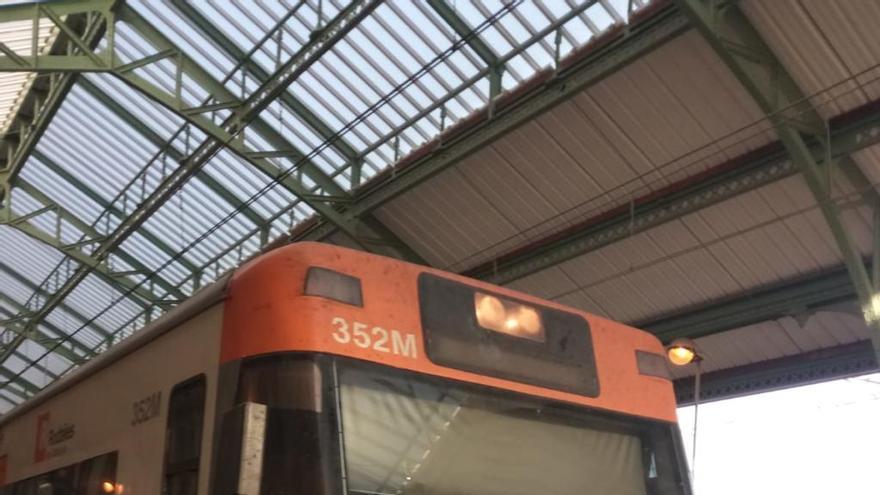 Els usuaris del tren a Portbou i Cervera lamenten l'estat de les interconnexions
