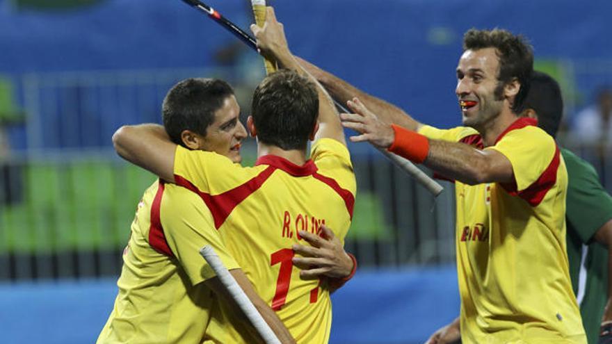 Los 'redsticks' de hockey golean a Brasil