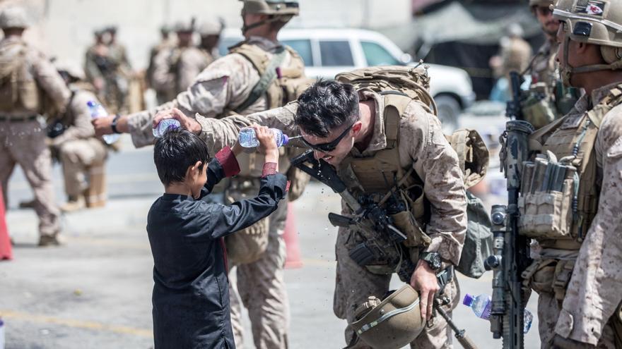 Japón y Australia evacuan a su personal en Afganistán