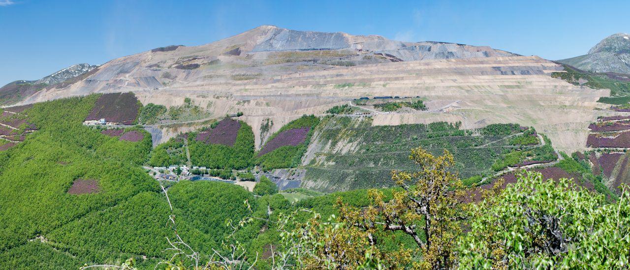 Antigua mina a cielo abierto de Cerredo