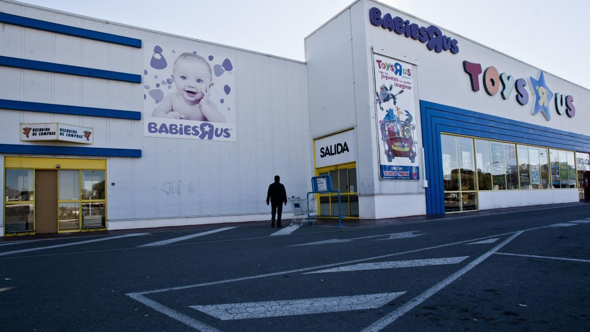 Toys'R'Us reabre este jueves su tienda en Alicante con toma de temperatura y mamparas