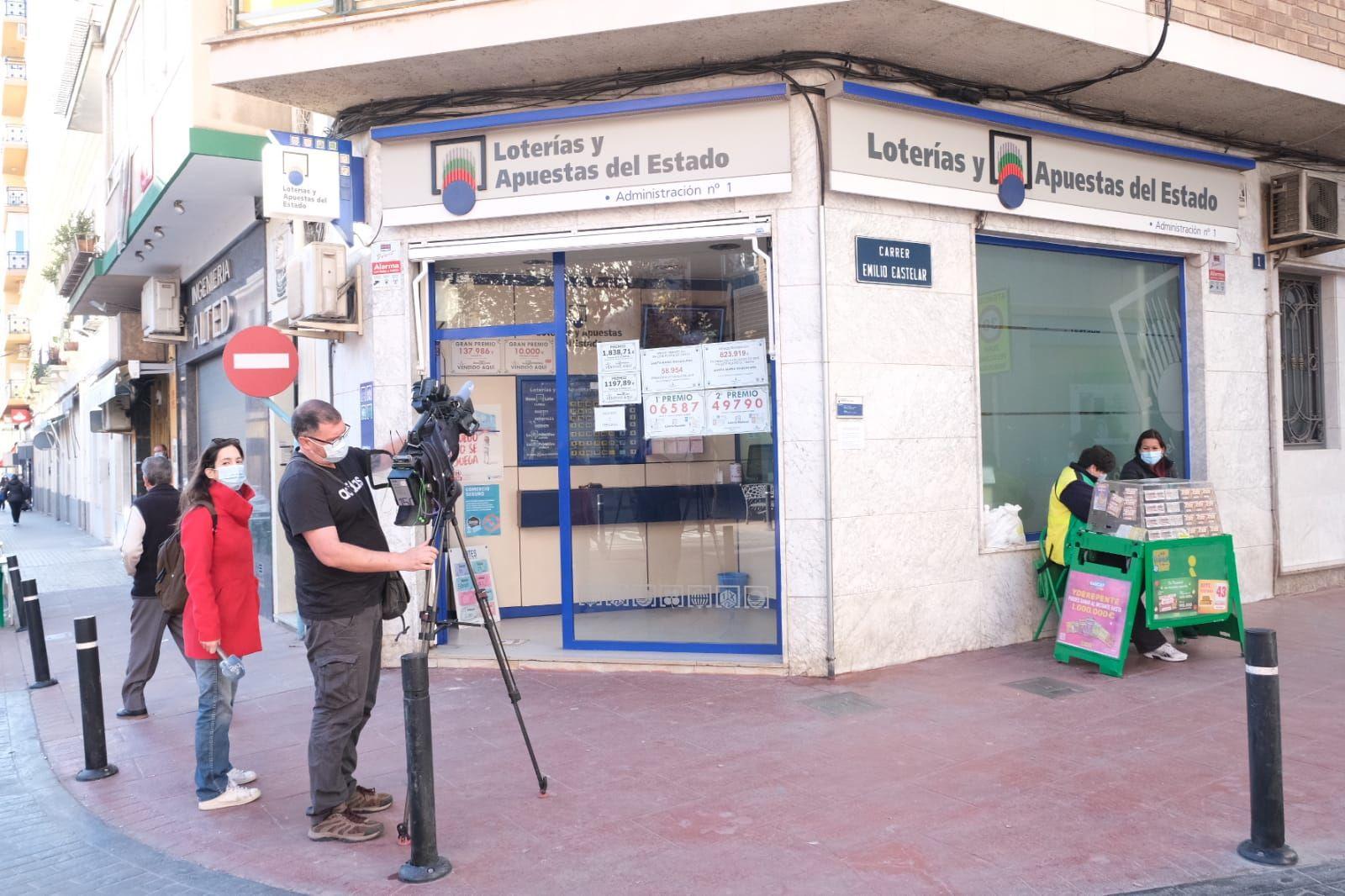 El primer quinto premio de la Lotería de Navidad deja más de 3,5 millones de euros en Novelda