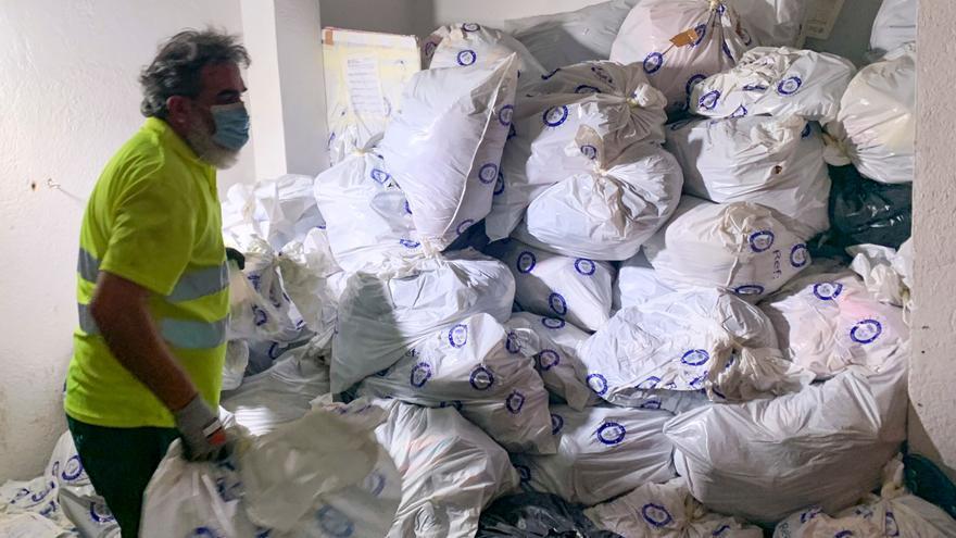 Roses destrueix 1,4 tones de material comissat al top manta durant l'estiu passat