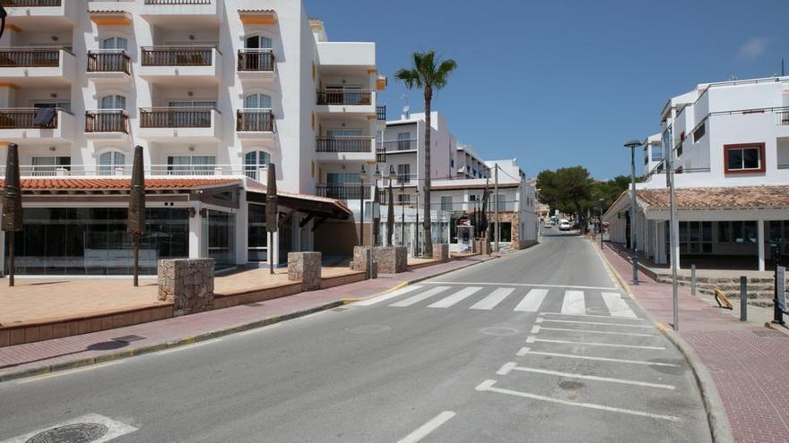 Fallece un turista británico al precipitarse desde un balcón en Ibiza